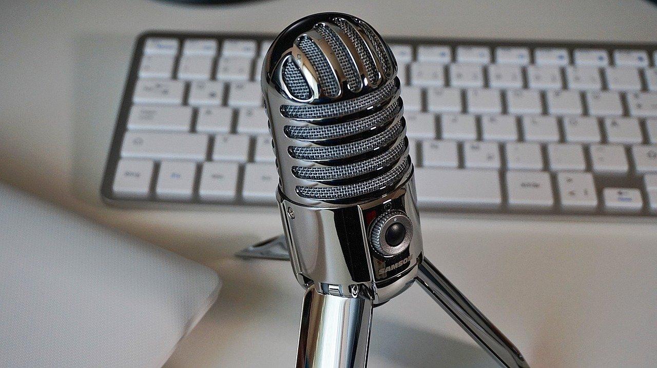 microphone, keyboard, podcast-2469293.jpg